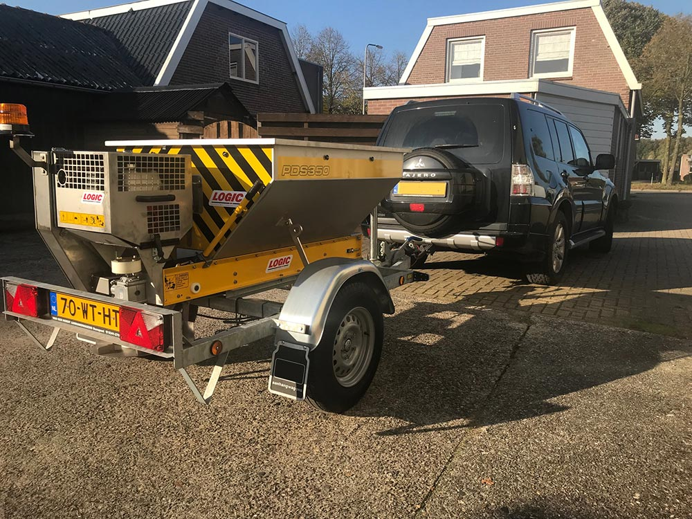 Strooiwagen getrokken Logic PDS354